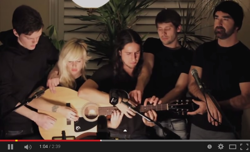 somebody that i used to know 5 guitarists 1 guitar www gitaarvanhout nl